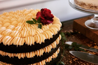 textured-fully-naked-cake
